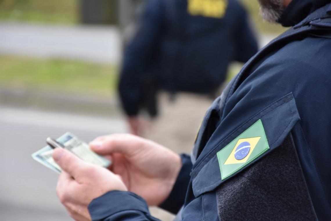 A Polícia Rodoviária Federal deteve três pessoas neste fim de semana