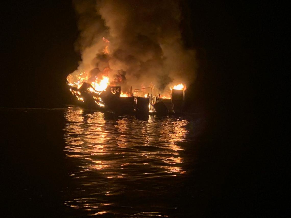 A guarda costeira afirmou que segue trabalhando na busca pelos passageiros da embarcação.