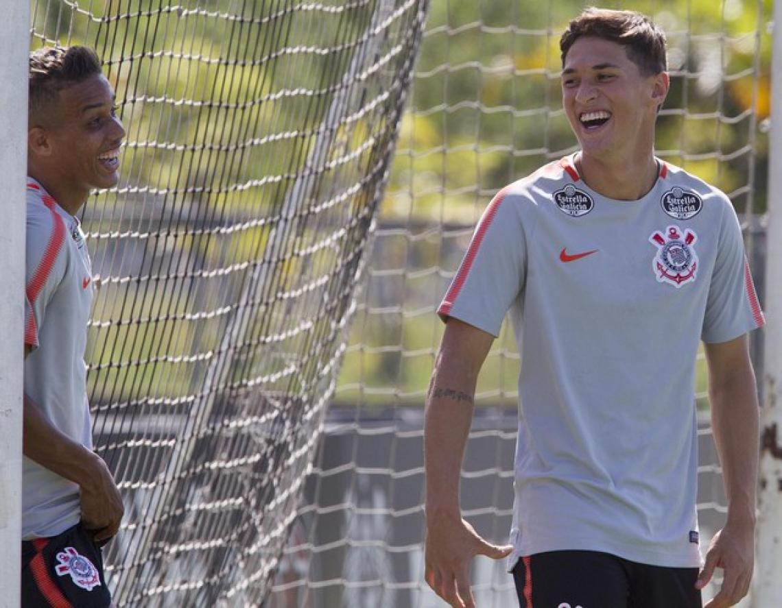 Pedrinho (esquerda) não vai poder jogar contra o Alvinegro, enquanto Matheus Vital (direia) deve retornar à equipe