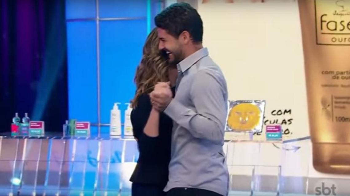 Alexandre Pato surpreende Rebeca Abravanel e dança com apresentadora no Roda a Roda