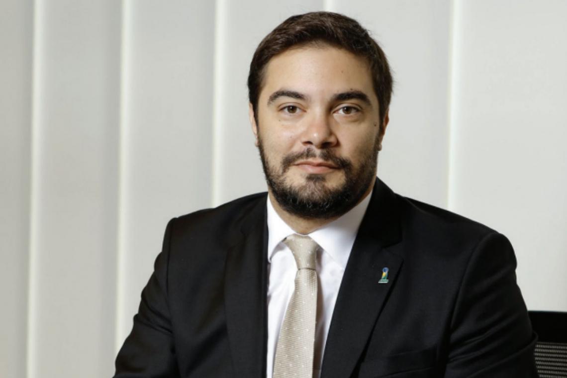 Guto Ferreira fez novas acusações contra nome importante do Ministério da Economia. Ainda acusa a pasta de não dar a devida atenção ao caso.