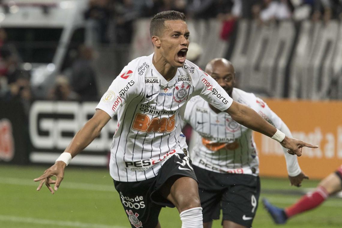 Pedrinho é titular absoluto do técnico Fabio Carille