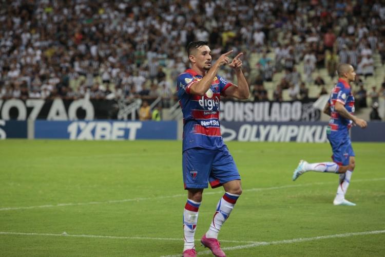 Juninho é titular no meio campo do Fortaleza desde a última temporada  (Foto: JÚLIO CAESAR/O POVO)