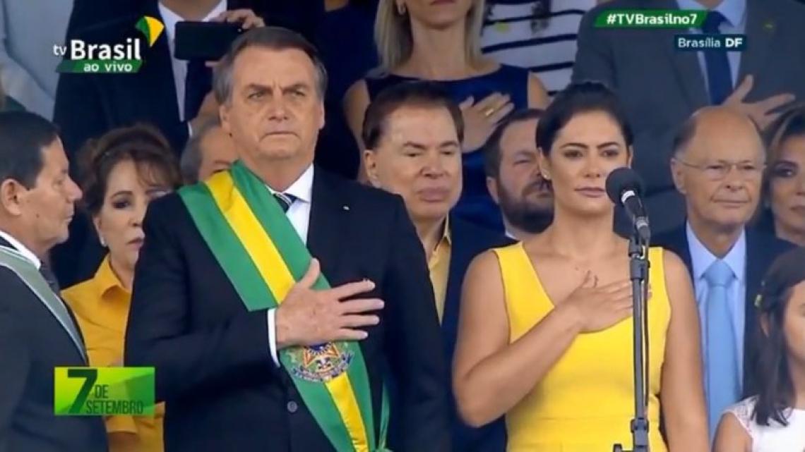 O presidente acompanhou o desfile militar ao lado de Silvio Santos e Edir Macedo