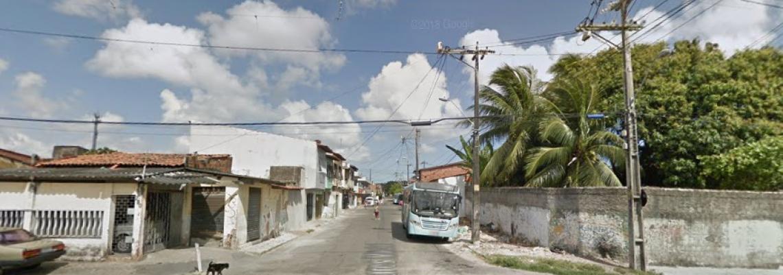 Corpo foi localizado em beco na rua Alvares Maciel, no Pici