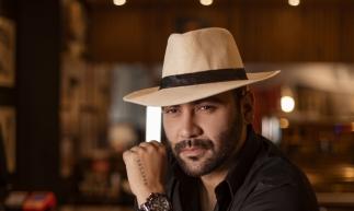 O cantor Felipão resolveu fazer um show com formato diferente ao que os fãs estão habituados, em um momento mais intimista