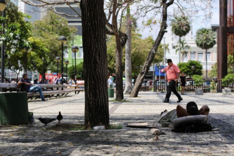 Moradores de rua na Praça do Ferreira