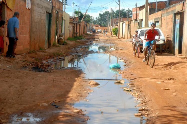 No Brasil, 37,2% da população não tem acesso ao saneamento básico