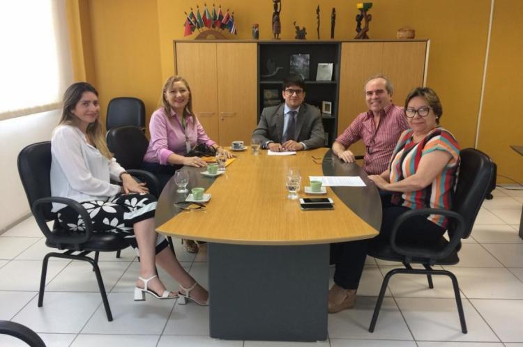 Nessa segunda-feira, 9, o prefeito de Baturité, Assis Arruda, e o reitor da Unilab, Alexandre Cunha, assinaram carta de intenções para futuro curso de Medicina.