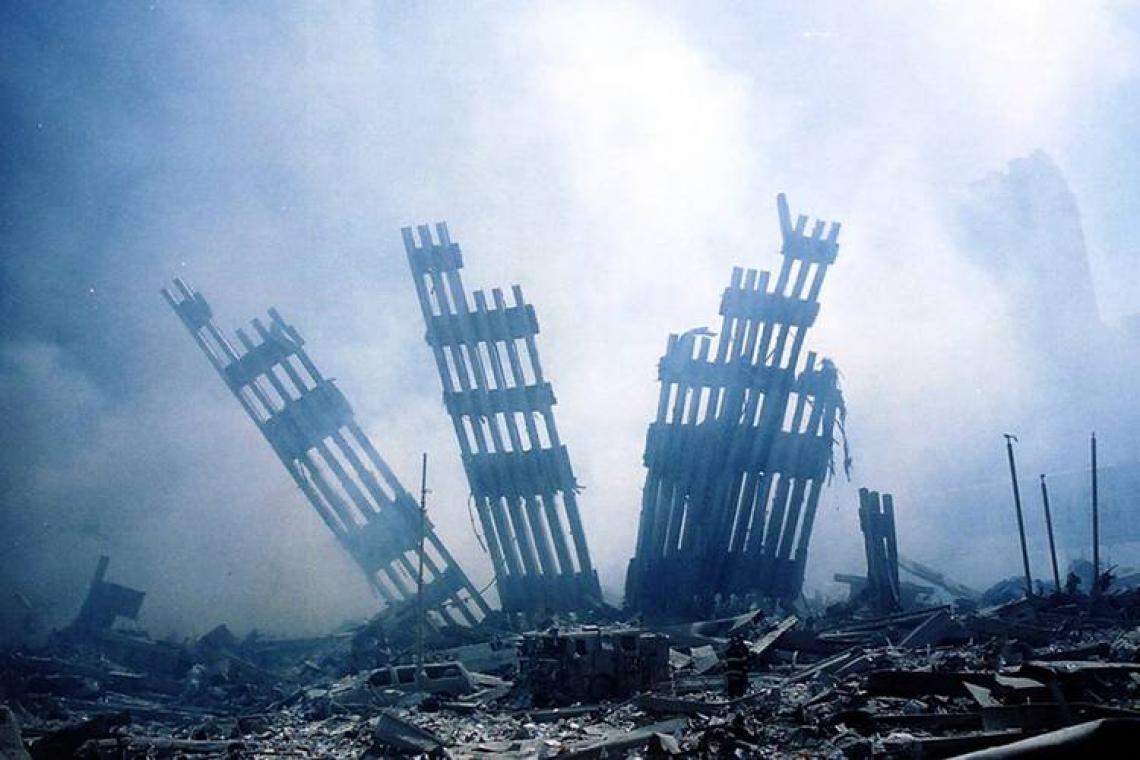 Ruínas do World Trade Center são vistas na Ilha de Manhattan, em Nova York