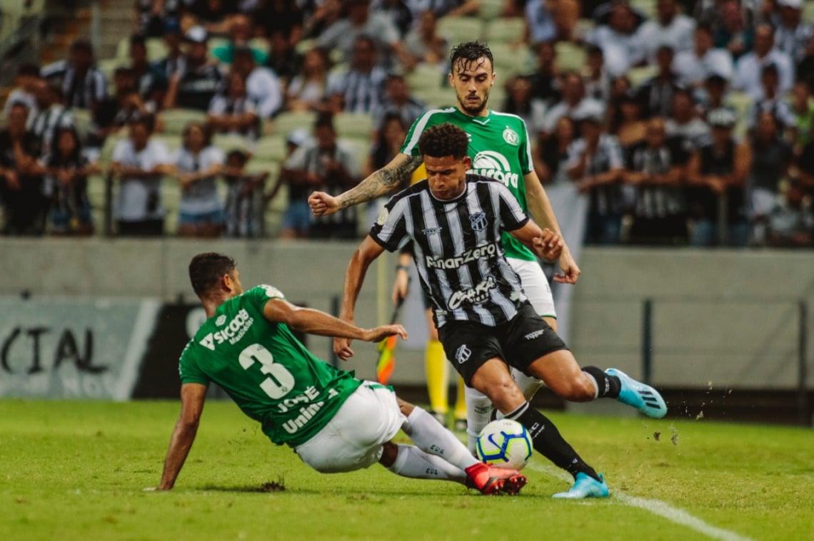 No jogo de ida nesta Série A, Ceará goleou a Chapecoense por 4 a 1, na Arena Castelão.