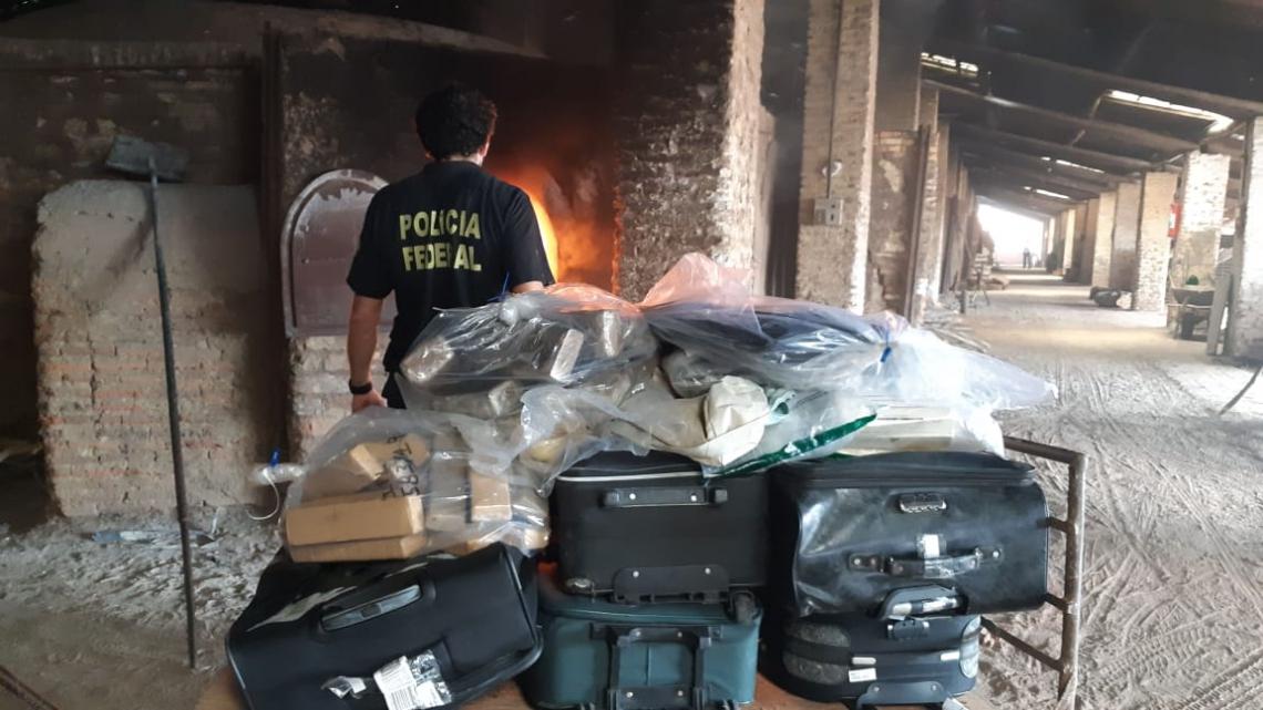 Mais de 1,1 tonelada de drogas foi incinerada nessa quinta-feira, 12.