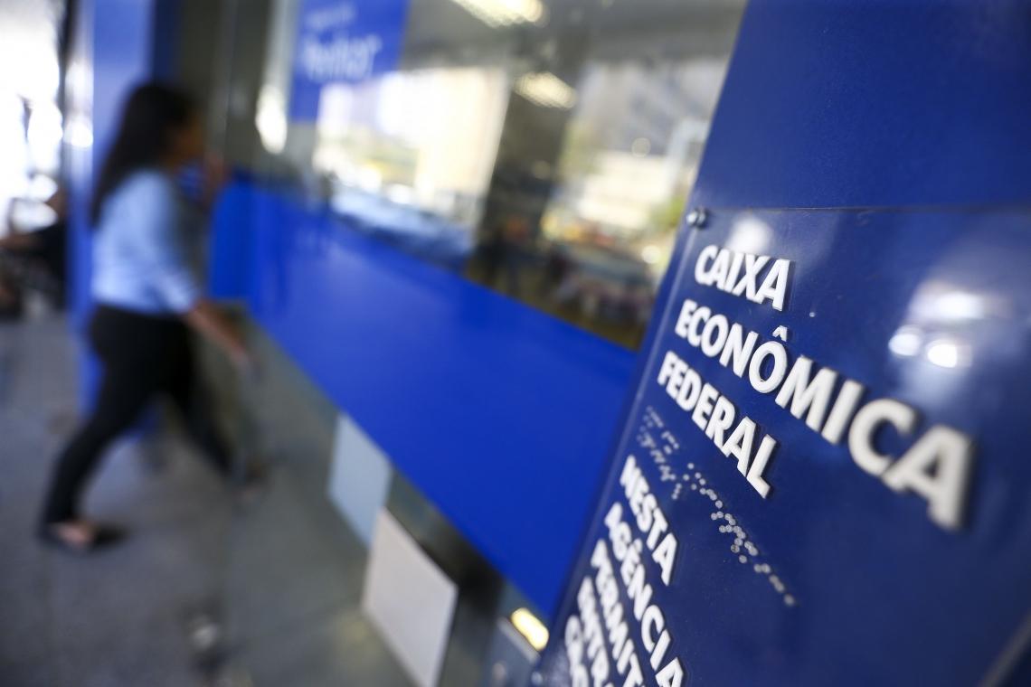 Caixa Econômica Federal inicia a liberação do saque de até R$ 500 em contas do Fundo de Garantia do Tempo de Serviço (FGTS).