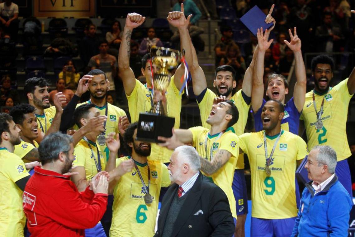 Brasil vira sobre Argentina e conquista o 32º título do Sul-Americano de vôlei