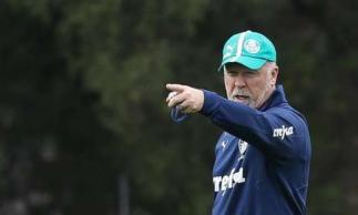 Mano Menezes tem colocado o Palmeiras para jogar trocando mais passes