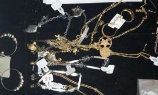 As joias foram apreendidas em veículo furtado em Acaraú, valor não foi divulgado.