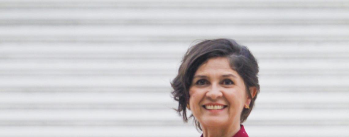 Maísa Vasconcelos, jornalista, conduz o programa Papo de Mulher na rádio O POVO CBN