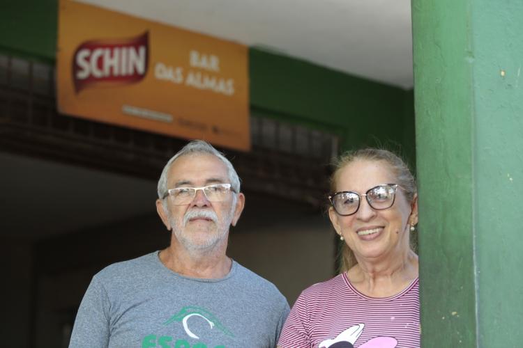 João Moreira, conhecido como Tio Grandão, e Fátima Soares são proprietários do Bar das Almas