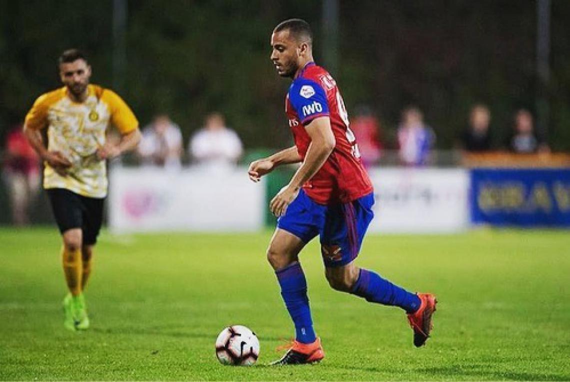 Arthur Cabral marcou seu primeiro gol com a camisa do Basel diante do Zurich, na oitava rodada do Campeonato Suiço.