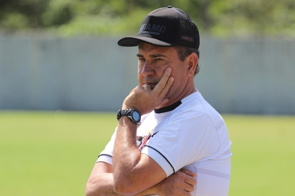 Zé Teodoro treinou o Joinville este ano.