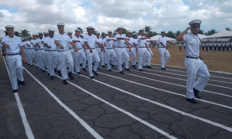 Participantes da Escola de Aprendizes-Marinheiros do Ceará marcharam na cerimonia que abriu o evento