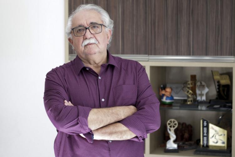 Rosemberg Cariry, cineasta, roteirista, documentarista, produtor, poeta e escritor, participa do Seminário Teatro e Mito (Foto: Deísa Garcêz/Especial para O Povo)