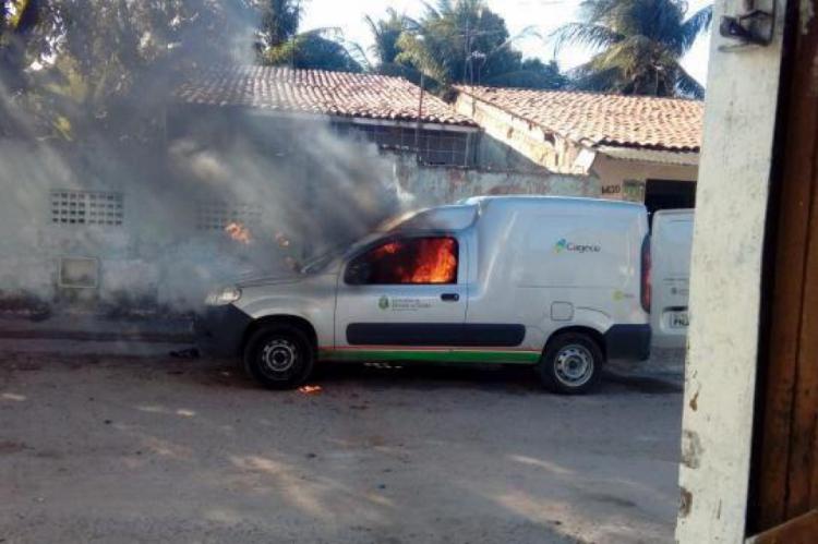 A própria Cagece confirmou o incêndio ao veículo