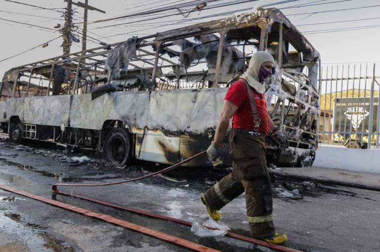 Onda de ataques incendiários volta a aterrorizar a população de Fortaleza