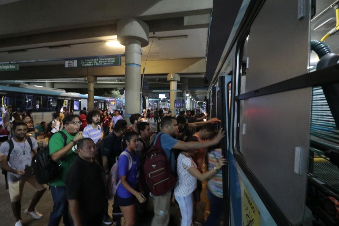 TERMINAL DA PARANGABA: redução dos ônibus em circulação teve início ontem