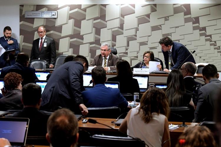 Parlamentares querem ouvir representantes das empresas