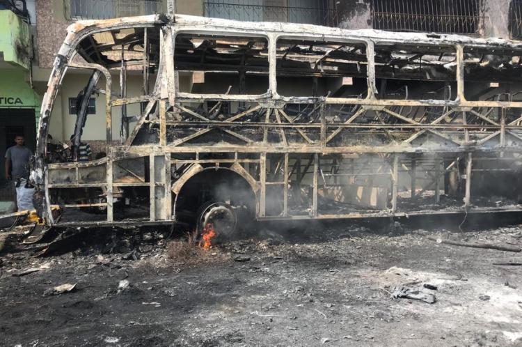 Ônibus foram incendiados na noite dessa segunda, em Caucaia