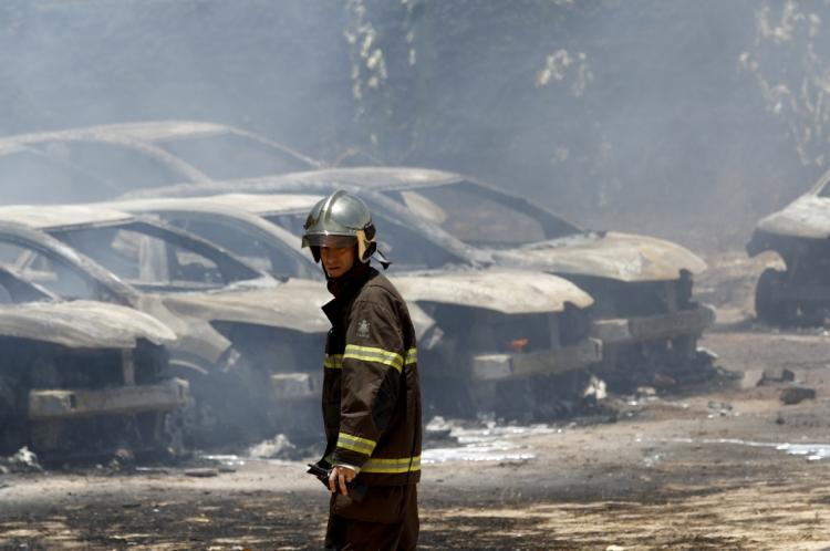 CONCESSIONÁRIA de carros na avenida Santos Dumont, no bairro Dunas: 16 veículos incendiados em ação criminosa