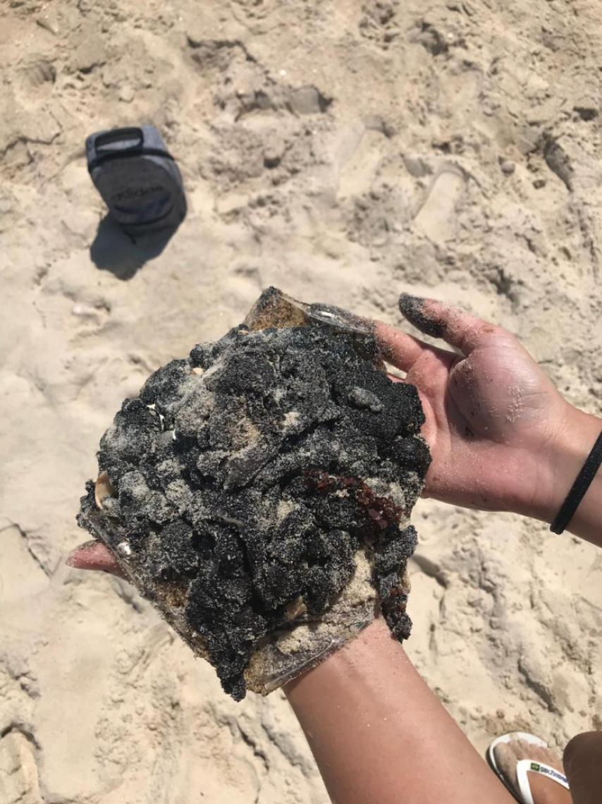 A jovem fez uma postagem em seu Instagram sobre o fenômeno e se surpreendeu com a quantidade de pessoas que disseram ter visto as manchas em praias não só do Ceará