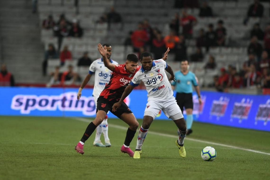 Fortaleza acabou envolvido pelo jogo do time da casa, que pressionou o jogo inteiro.