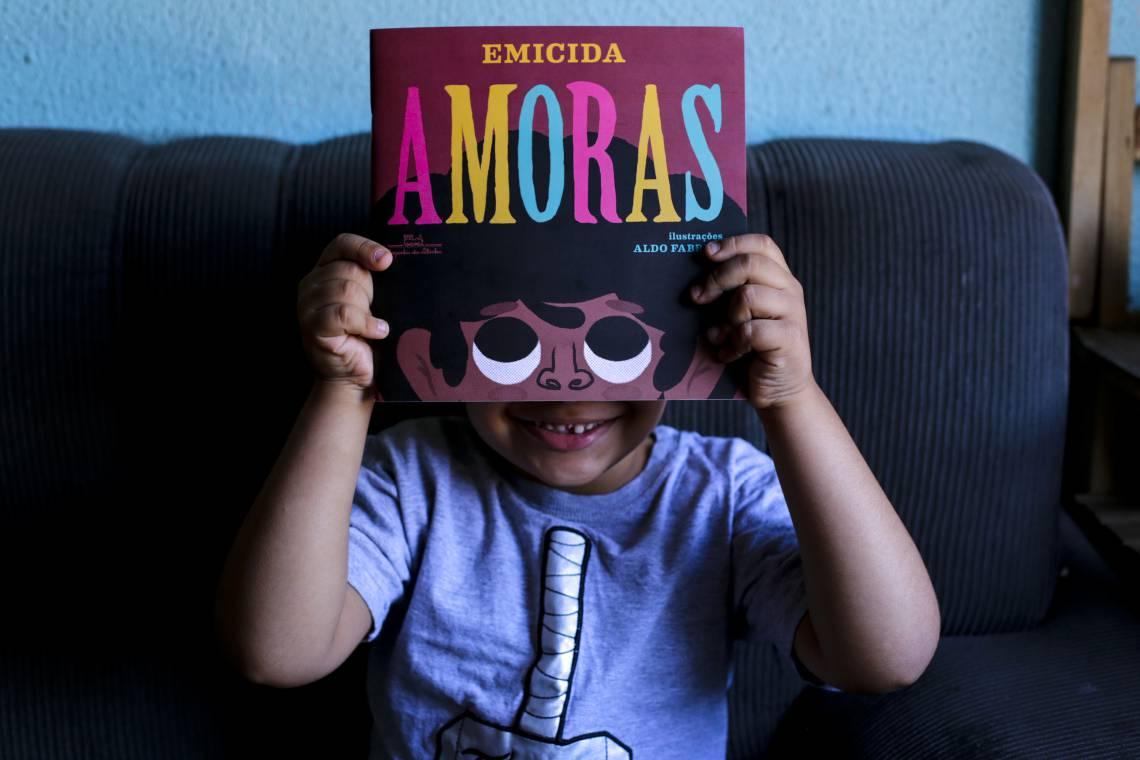 Crianças poderão acompanhar a contação de histórias pelo celular ou pelo computador (Foto: Aurélio Alves/O POVO)