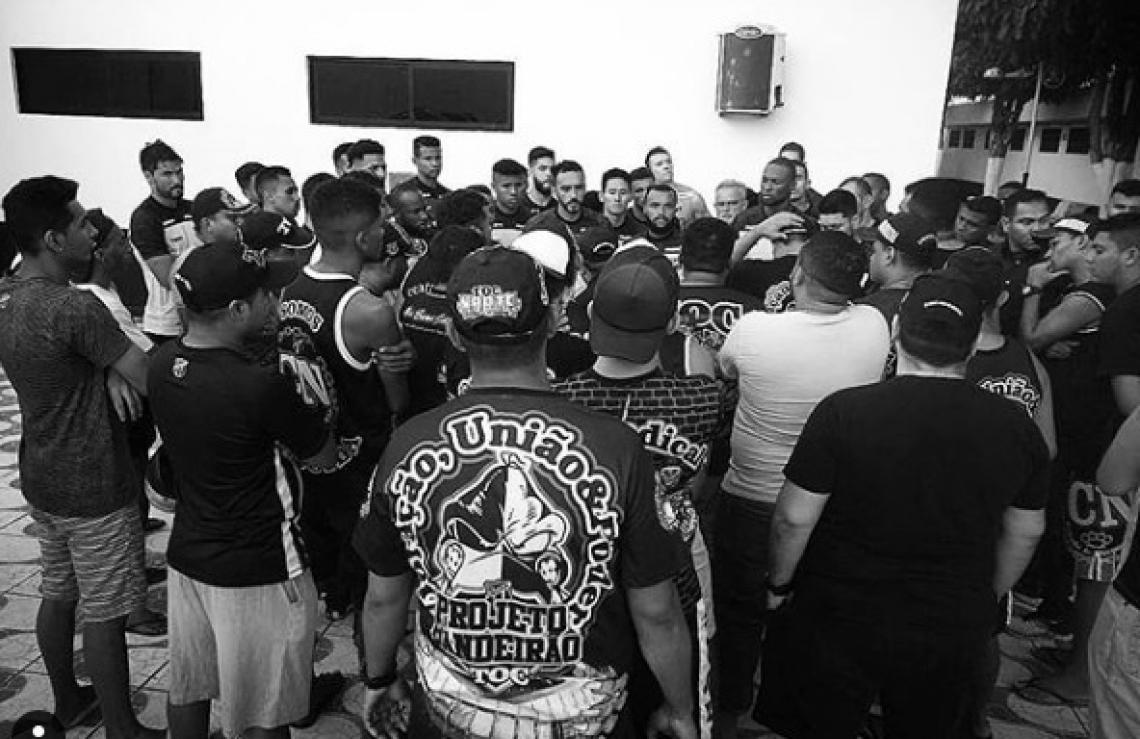 Registro da reunião entre torcedores e jogadores do Ceará.