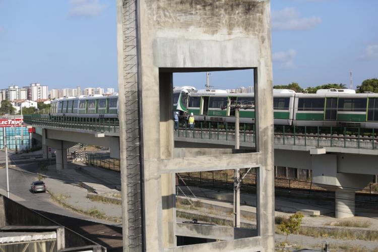 Colisão entre veículos do VLT ocorreu no sábado  (Foto: JÚLIO CAESAR)