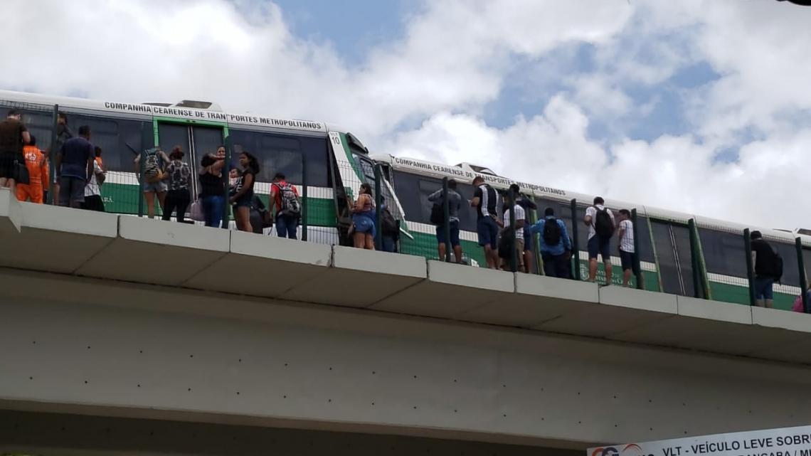 Batida entre VLTs próximo à avenida Aguanambi, em Fortaleza