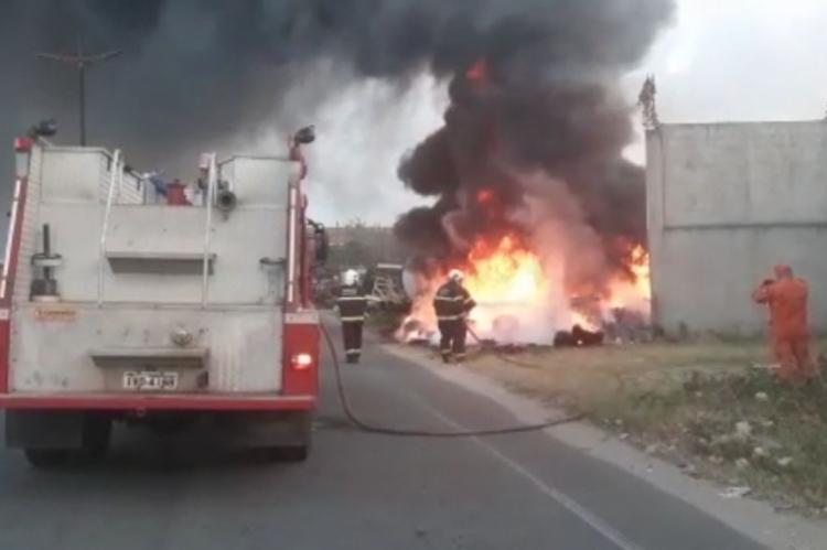 Incêndio em Caucaia começou por volta das 5h30min deste domingo, 29