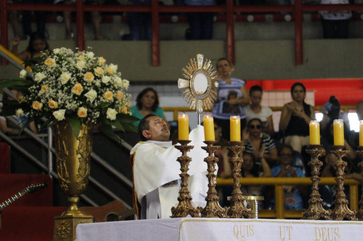 Comunidade Shalon, realiza a Missa dos Arcanjos no Ginásio Paulo Sarasate, no bairro Aldeota