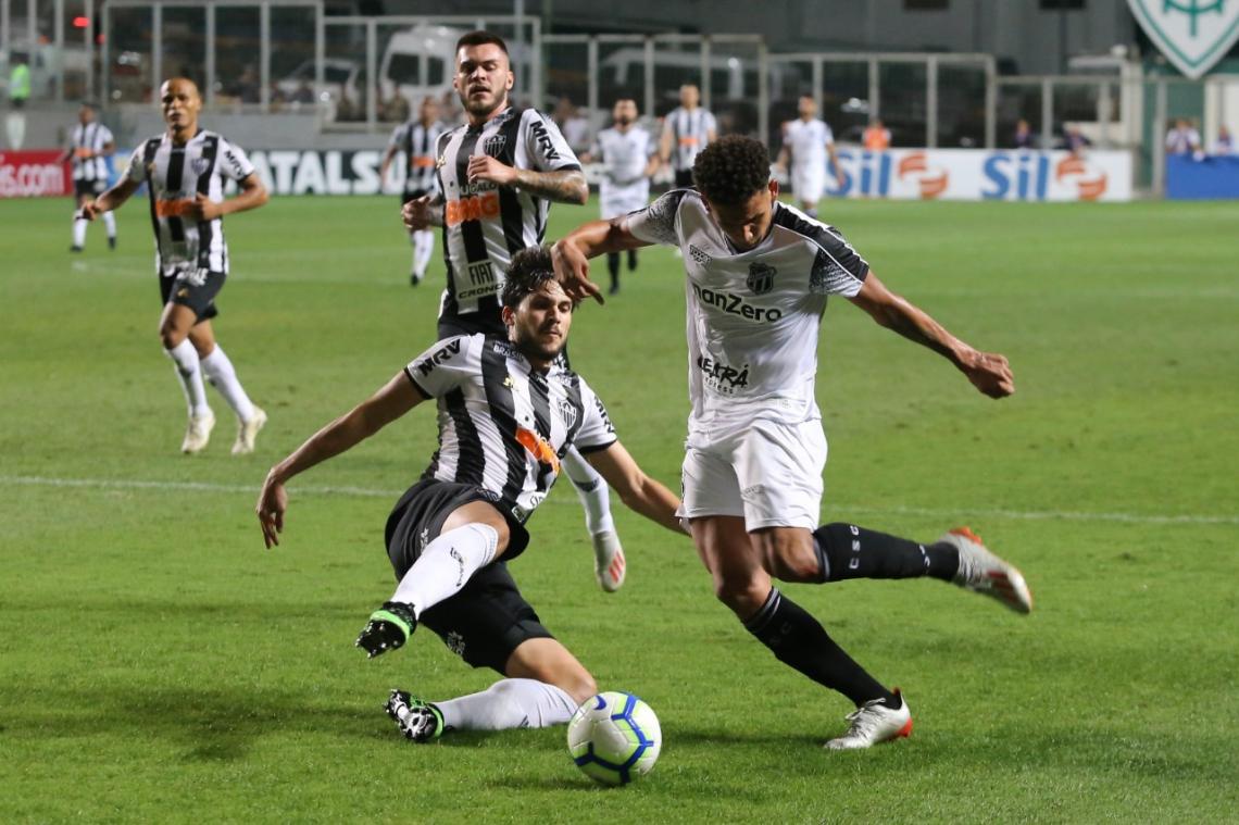 Felippe Cardoso sofreu o pênalti que levou ao gol do Ceará