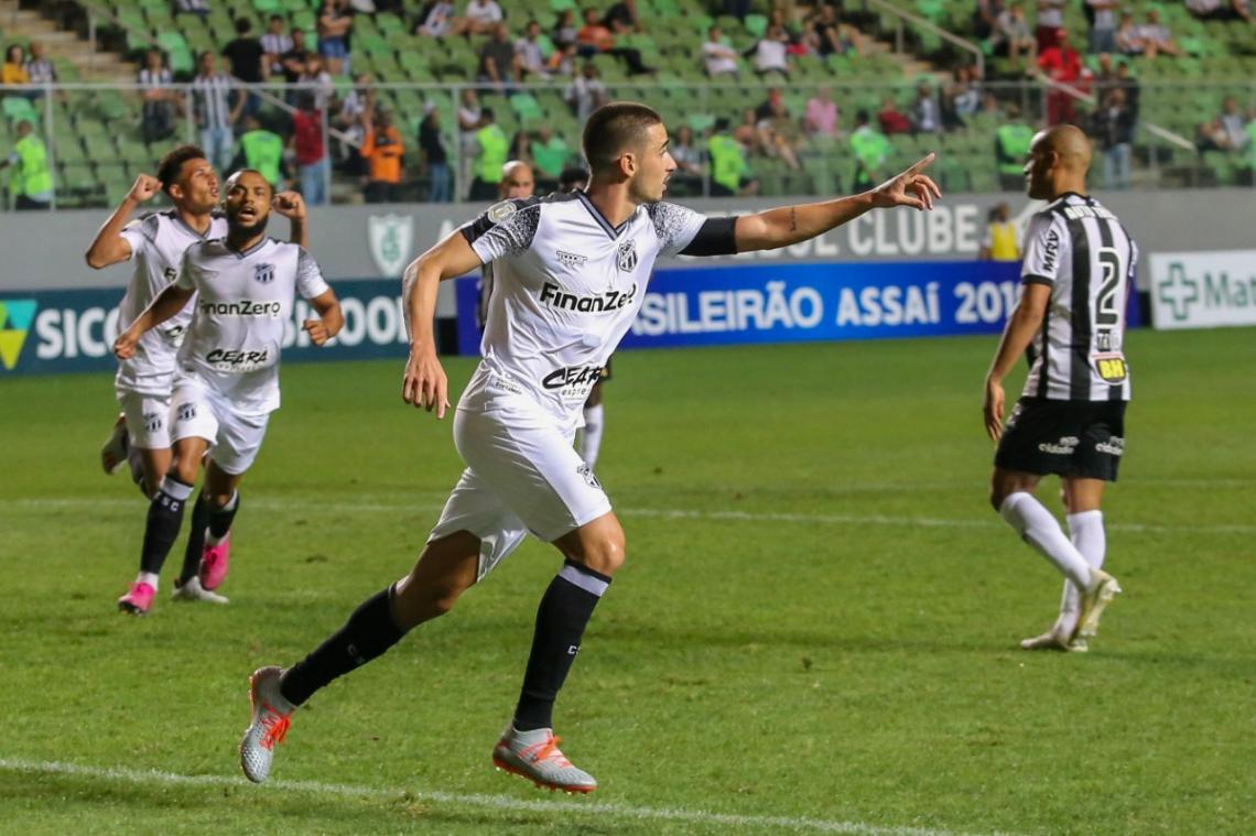 Thiago Galhardo foi o único a marcar na derrota do Alvinegro diante do Atlético-MG