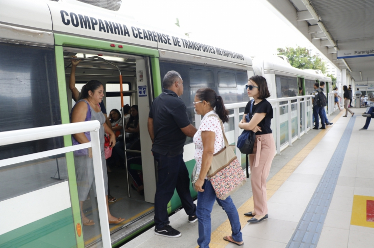 Transporte VLT do Metrofor (Foto: Mauri Melo/O POVO).