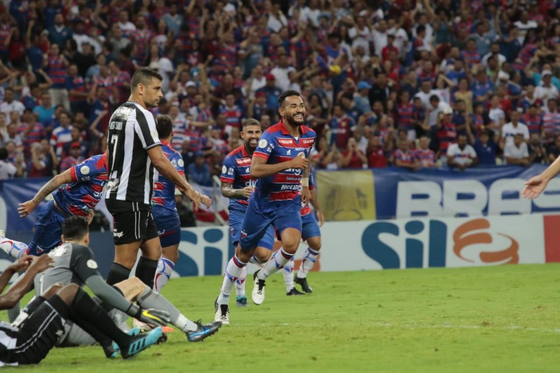 Jackson comemorou o último gol de cabeça marcado pelo Fortaleza, no jogo diante do Botafogo, mas o autor foi Marcelo Benevenuto, contra