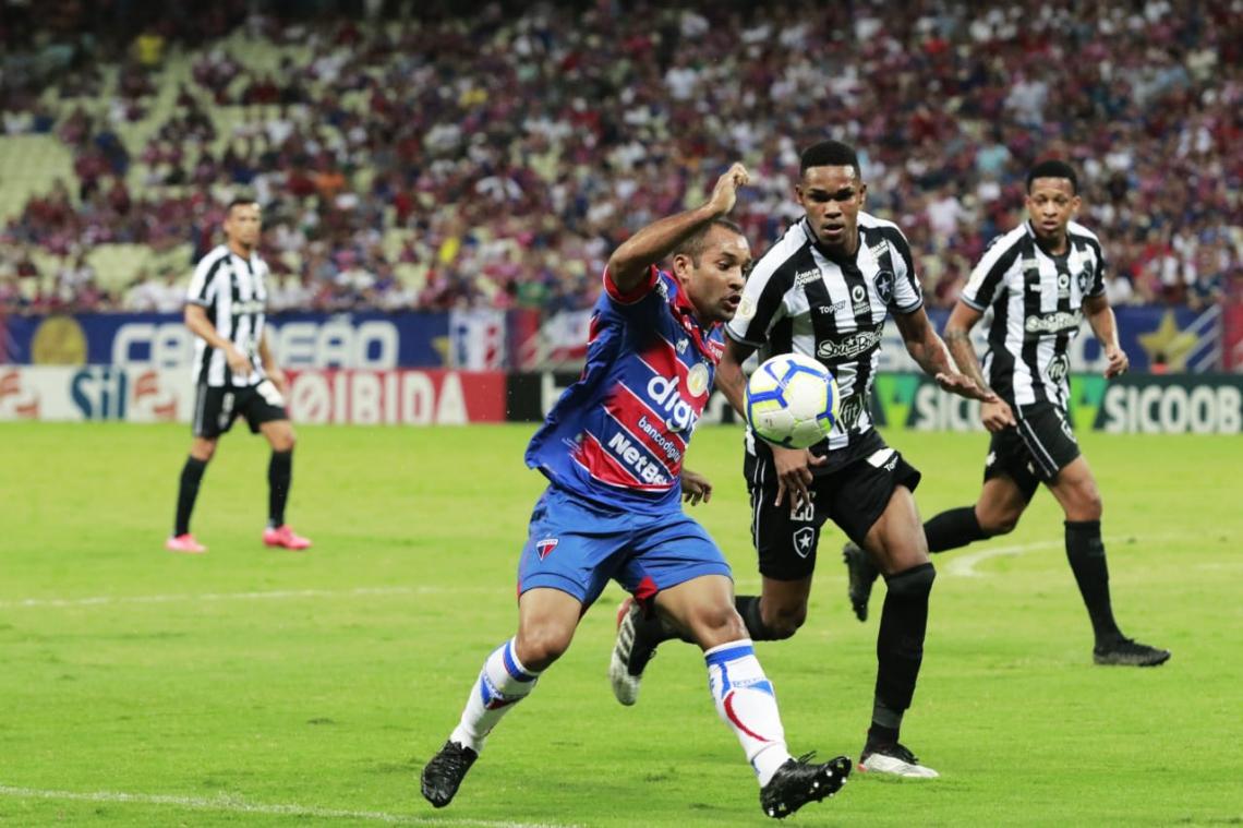 Com Edinho e Osvaldo, Fortaleza teve equilíbrio nos dois lados do campo para vencer o Botafogo