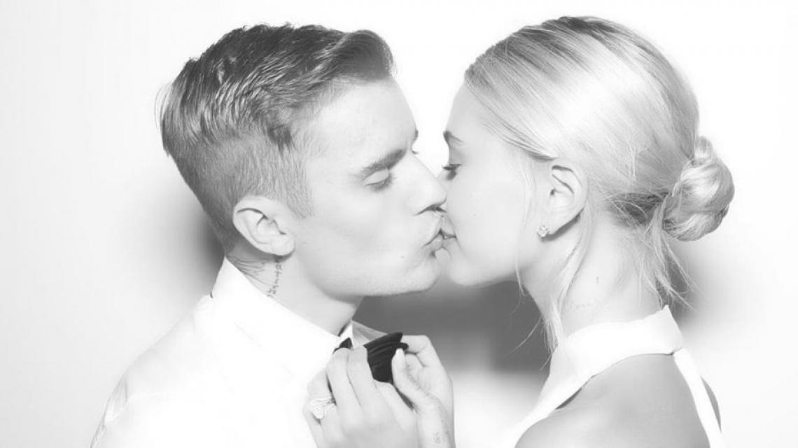 Justin Bieber se casa pela segunda vez com a modelo Hailey Baldwin.