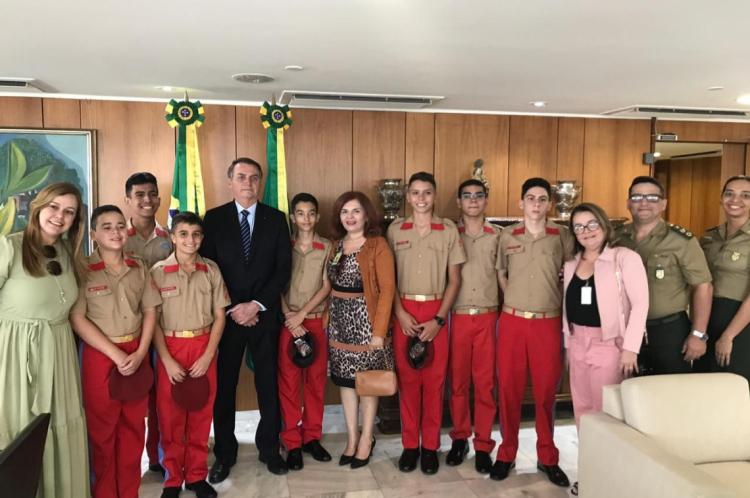 Alunos do Colégio Militar de Fortaleza foram recebidos pelo presidente Jair Bolsonaro