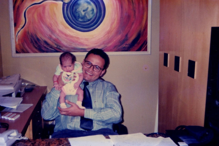 Médico Evangelista Torquato com a bebê, há 20 anos