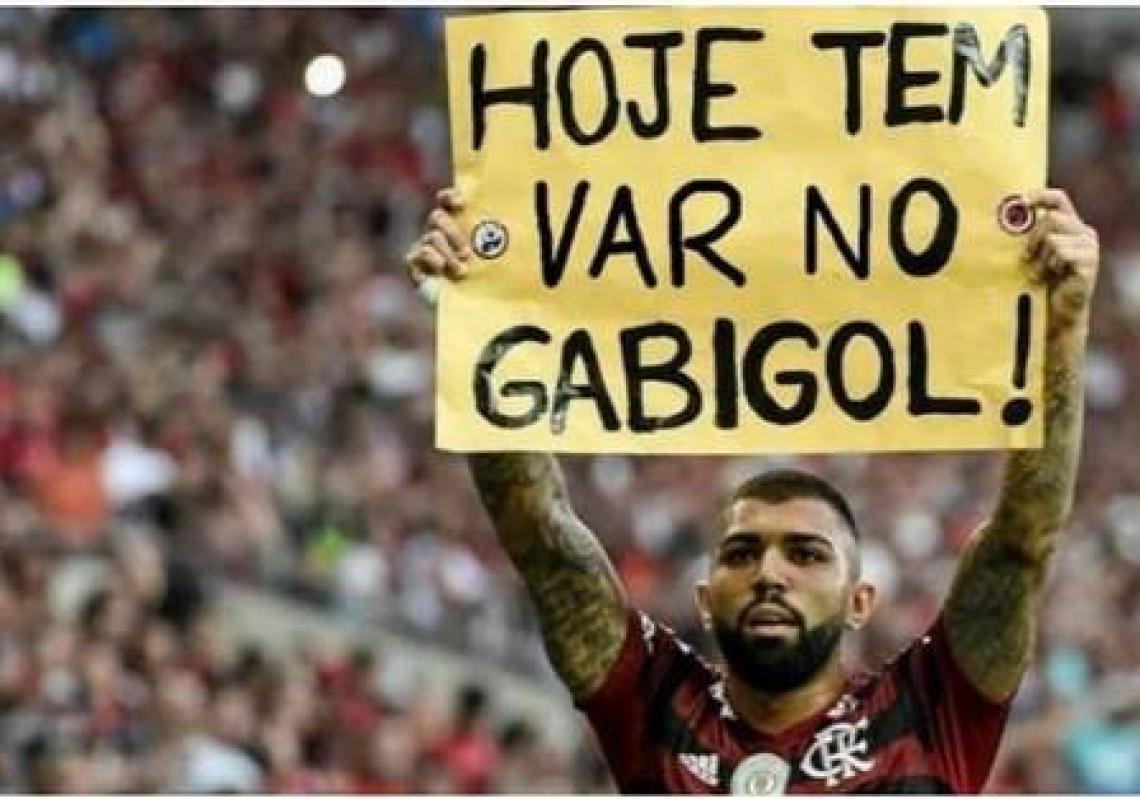 Teve gol do Gabigol, mas o VAR anulou.