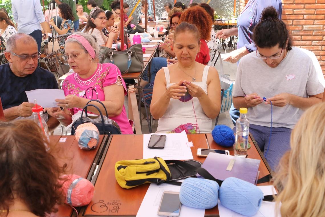 MUTIRÃO foi realizado ontem no café e armarinho Casa Bendita